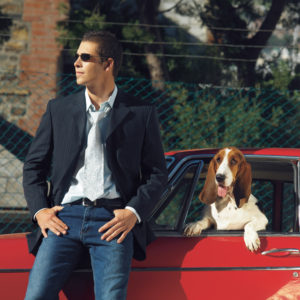 Herrchen sollte kein finanzielles Risiko eingehen und eine Tierhalter-Haftpflichtversicherung abschließen. Foto: djd/www.DEVK.de