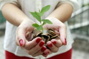 Immer mehr Anleger achten auf die ökologischen Aspekte der Projekte, die durch ihr Geld finanziert werden. Foto: djd/UDI/ACN