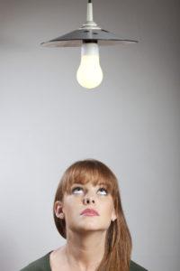 Die Auswahl an LED- oder Energiesparlampen ist groß - Verbraucher sollten deshalb genau hinschauen. Foto: djd/LichtBlick SE/panthermedia